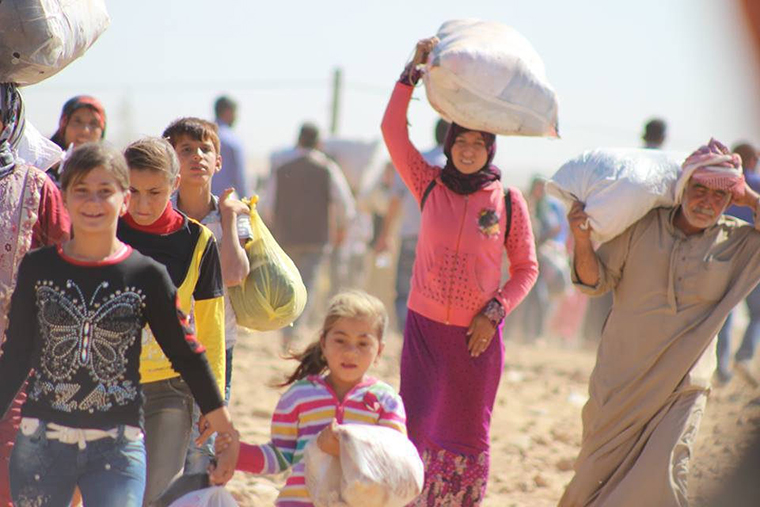 An image of Yezidi families fleeing ISIS militants